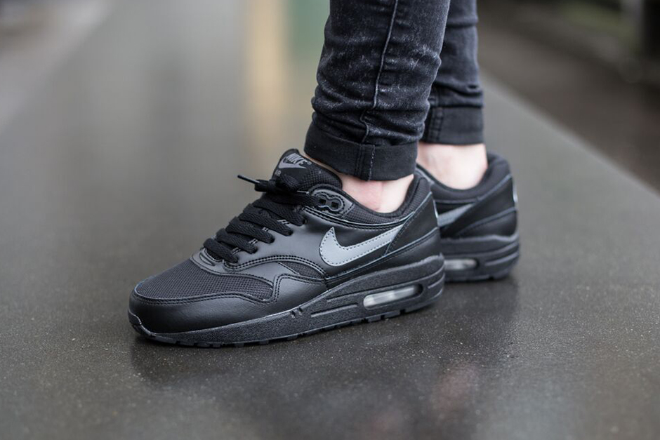 release date b0d77 ab334 Nike Air Max 1 GS - Black - Cool Grey - SneakerNews.com