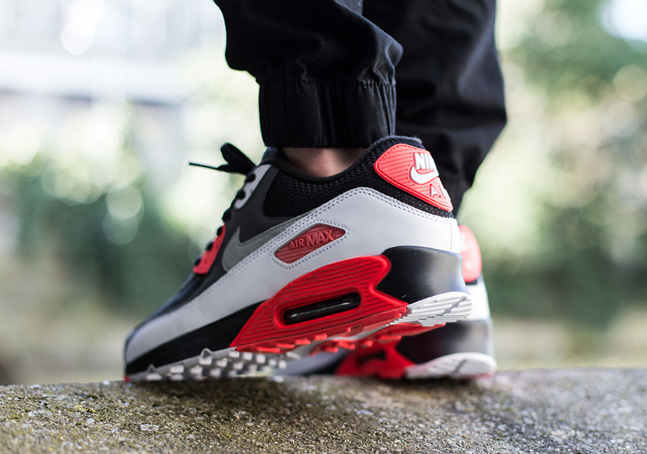 A Comparison Of The Air Max 90 Infrared and Reverse