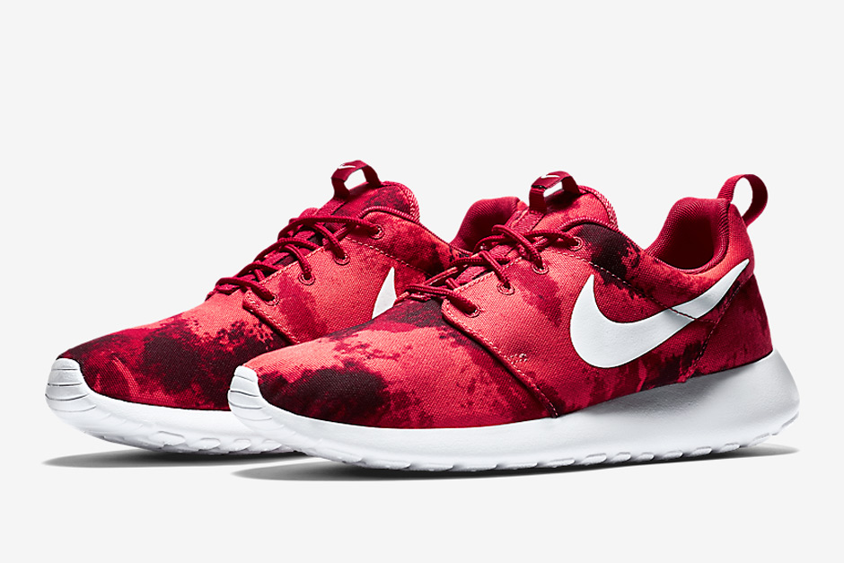 best service e6319 b9b0f Nike Roshe Run Print Releases Continue With Deep Burgundy - SneakerNews.com