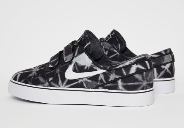 Populaire Nike Janoskis With Velcro Are Back With Graphic Prints  IH86