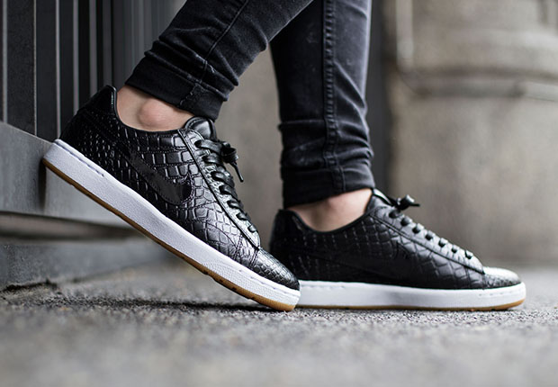 sports shoes 4d43c a571e An On-Foot Look At The Nike Tennis Classic Ultra