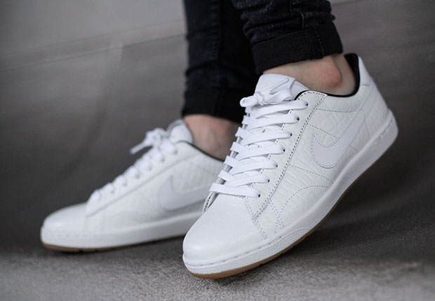 outlet store 1e23f af548 An On-Foot Look At The Nike Tennis Classic Ultra