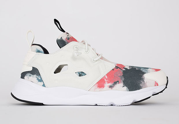 pretty nice b527a 67494 Paint-Blot Graphics Are A Clean Look On The Reebok Furylite -  SneakerNews.com