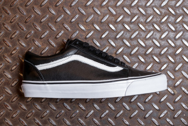 38cfe6aed4de You ll Never Have To Unlace The Vans Old Skool Zip LX - SneakerNews.com