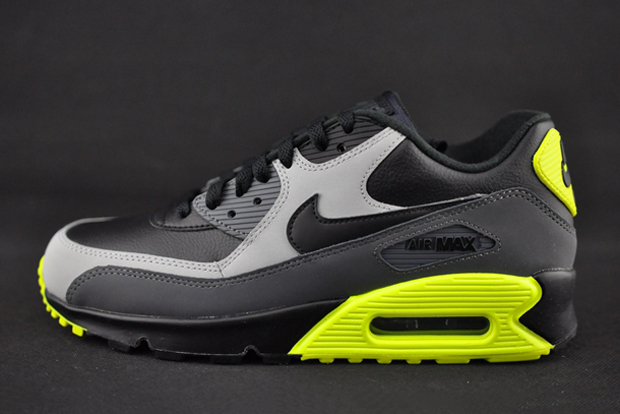 info for a4e8b 2ff0d The Nike Air Max 90 Borrows An Iconic Colorway - SneakerNews.com