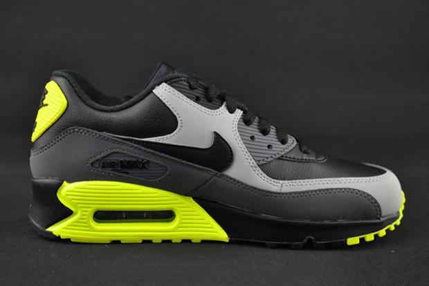 info for b99ca edd3b The Nike Air Max 90 Borrows An Iconic Colorway - SneakerNews.com