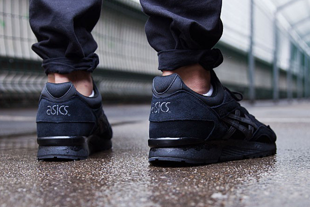separation shoes 3d6fa fd63c The Asics Gel Lyte V Goes All-Black - SneakerNews.com