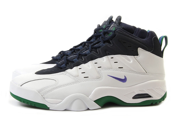 84cf3591deb7 Everybody s knows the Air Tech Challenge II from Andre Agassi s Nike tennis  line