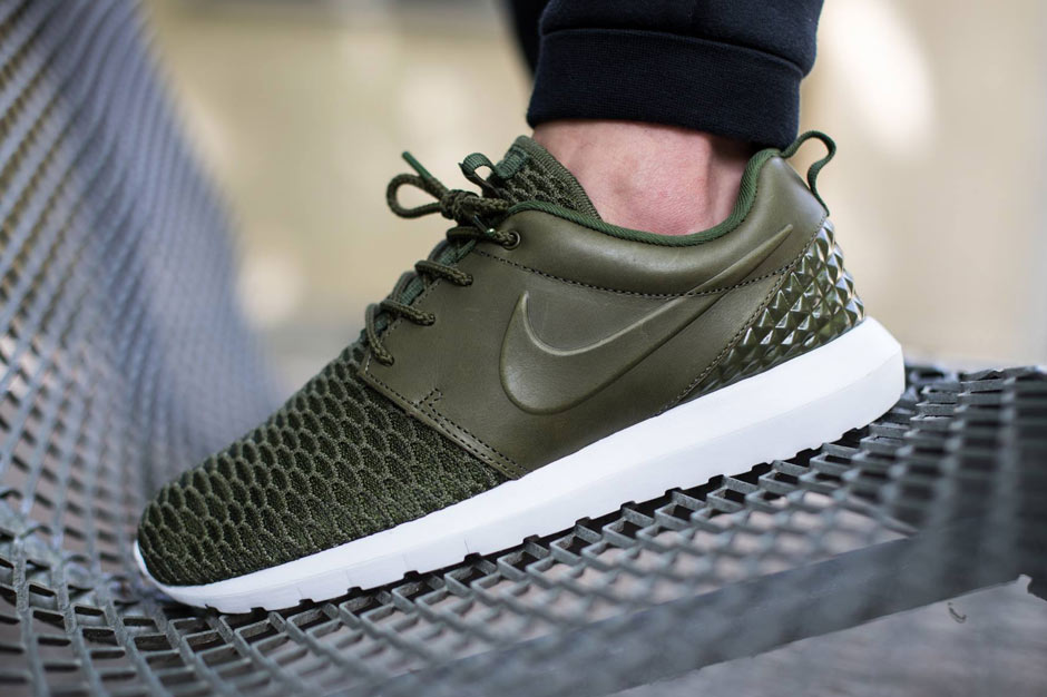 timeless design 51a61 1e292 Leather and Flyknit Build Brings Style To The Nike Roshe Run -  SneakerNews.com