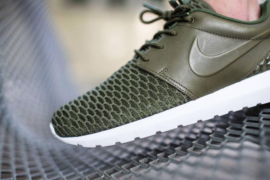 wykwintny design na wyprzedaży sprzedaż obuwia Leather and Flyknit Build Brings Style To The Nike Roshe Run ...