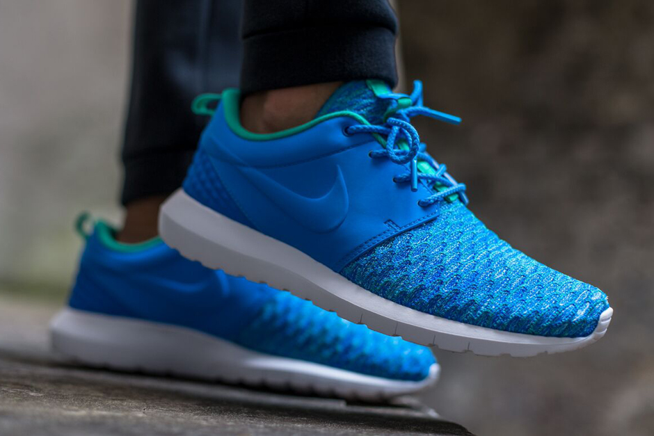 Tout Blanc Nike Roshe Flyknit Bleu