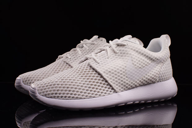 150001984a82 White-Mesh Nike Roshes Are Available - SneakerNews.com