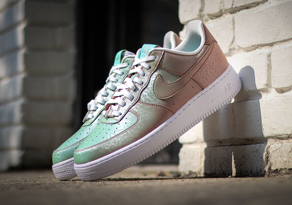 "super popular 667c4 6c9aa The Nike Air Force 1 Low ""Preserved Icons"" Changes Color In The Sun"