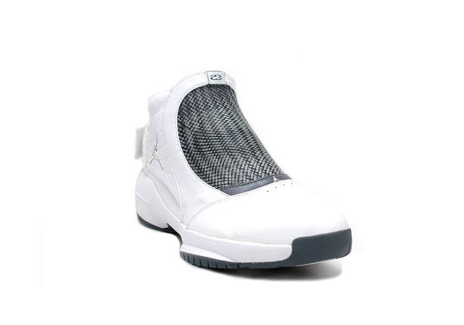 The Air Jordan XIX was inspired by the black mamba, but it also easily calls to mind the sport of fencing thanks to its unique shroud atop the laces that ...