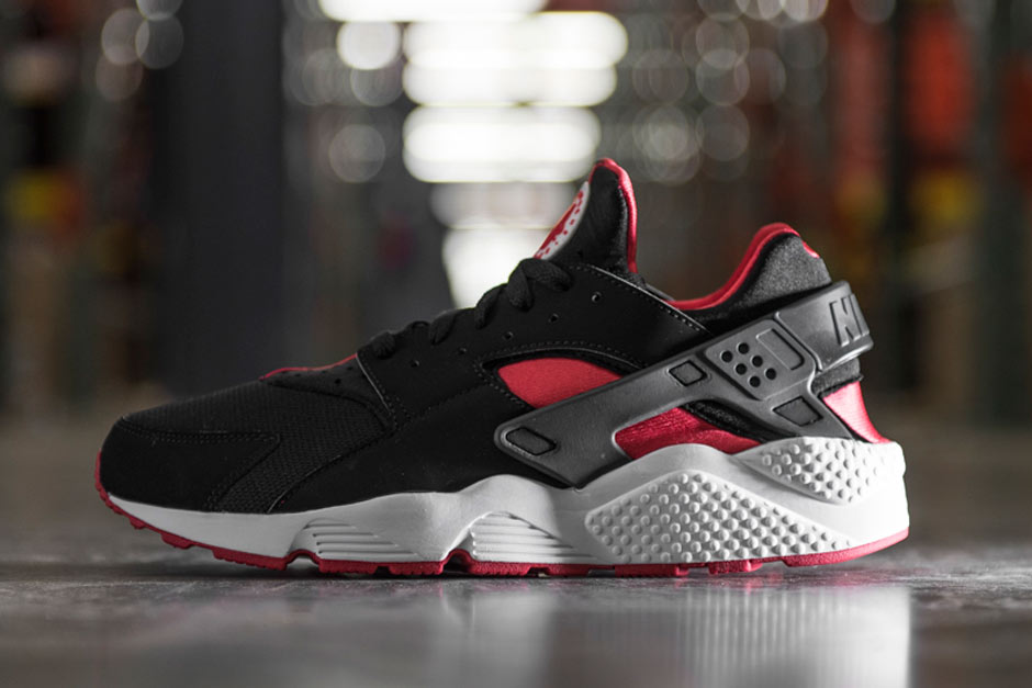 e57cb33018c1 The Nike Air Huarache is finally arriving at retailers in a classic  Bred   aesthetic. Ever since Michael Jordan laced up his classic Air Jordan 1 in  1985