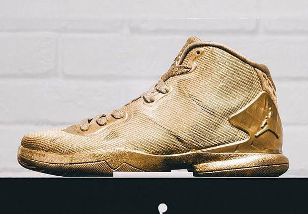 golden shoes for boys jordan