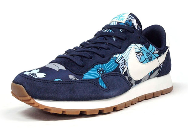 various colors e8a65 f7b9c ... air pegasus 83 midnight navy 34b6a f0bd5  amazon the nike aloha is back  in new colorways on sale cd947 43ba5