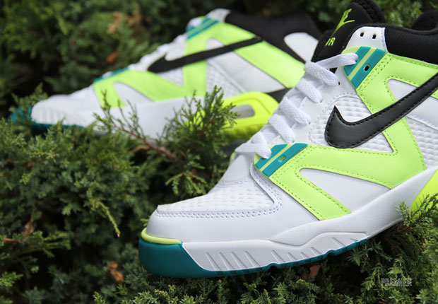 Negociar portátil Corredor  The Original Nike Air Tech Challenge III Is Back - SneakerNews.com
