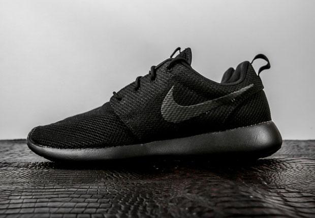 1995632119e9 Triple-Black Nike Roshes Are Back - SneakerNews.com