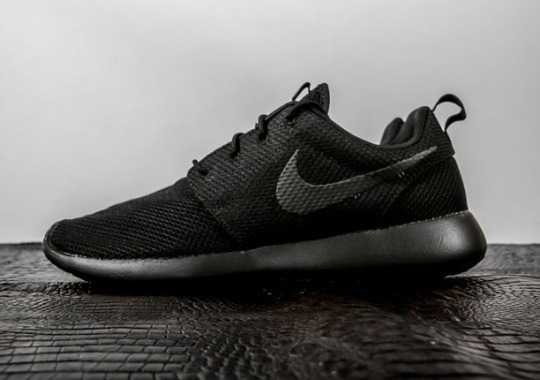 Triple-Black Nike Roshes Are Back