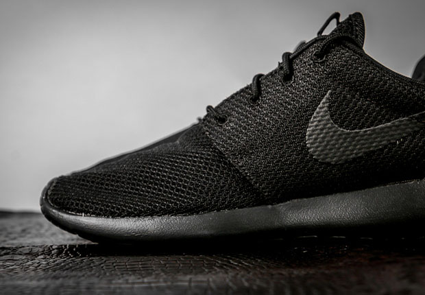 competitive price 7a984 b283b Hence, triple black. It doesn t get more simple than that. The winning  combo of all-black and the Roshe is arriving now and back in stock at  select Nike ...