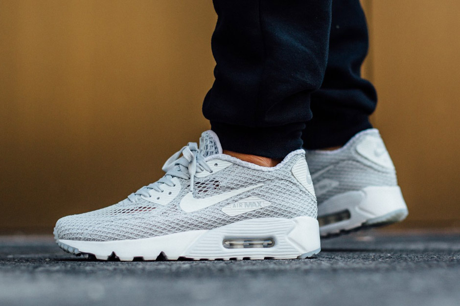 An On Foot Look At The Nike Air Max 90 Ultra Breeze Sneakernews Com