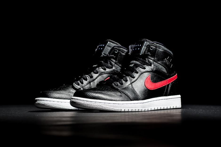 sneakers for cheap 6d95a 358a5 A Closer Look At The Air Jordan 1 Rare Air