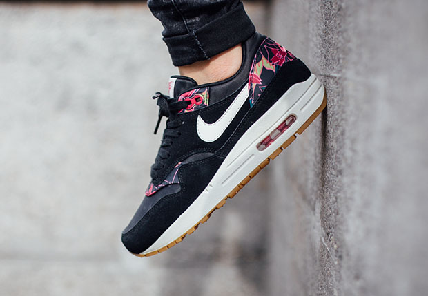 "... but Nike Sportswear isn t ready to give up on the tropical ""Aloha""  theme just yet. That s evidenced by two new colorways for the women s Air  Max 1 ... 9872b2ae65"