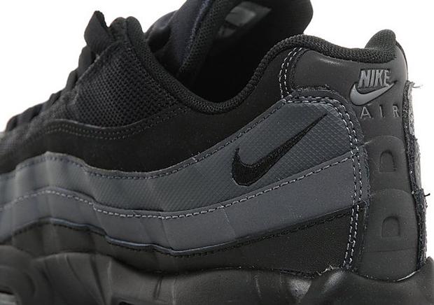 la meilleure attitude 75cd3 ebc67 The Nike Air Max 95 Goes Full Stealth Mode - SneakerNews.com