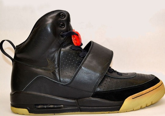 Here's A Look At Kanye West's Nike Air Yeezy He Wore At The 2008 Grammys