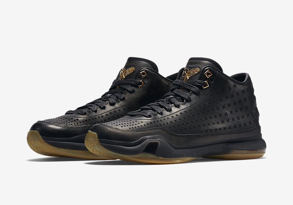 big sale 5de2c f350f The Nike Kobe 10 EXT debuted in a pristine White Gum colorway, and now the  look is reversed in black and gum. The off court lifestyle friendly edition  of ...