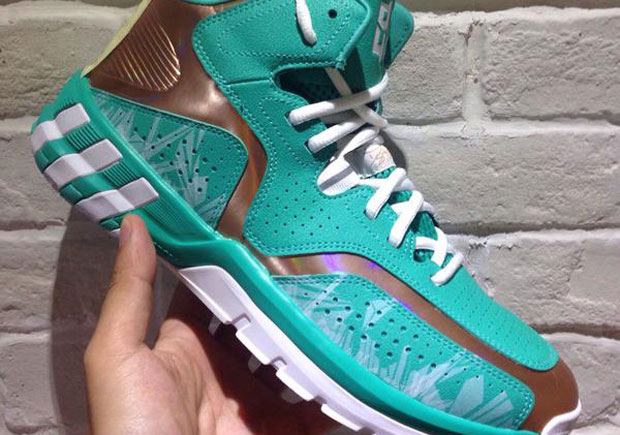 "Is Dwight Howard's adidas ""Christmas"" Shoe Cancelled?"