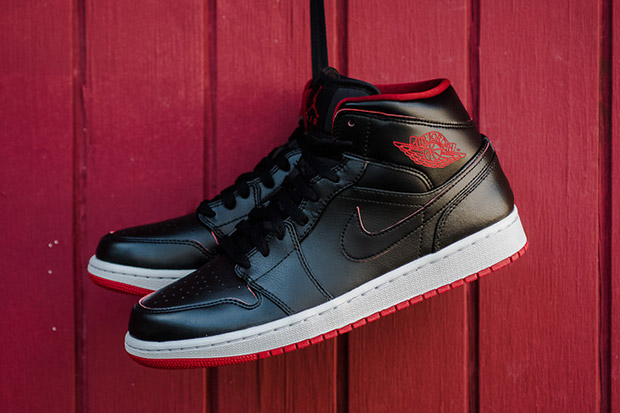 black and red air jordans 1