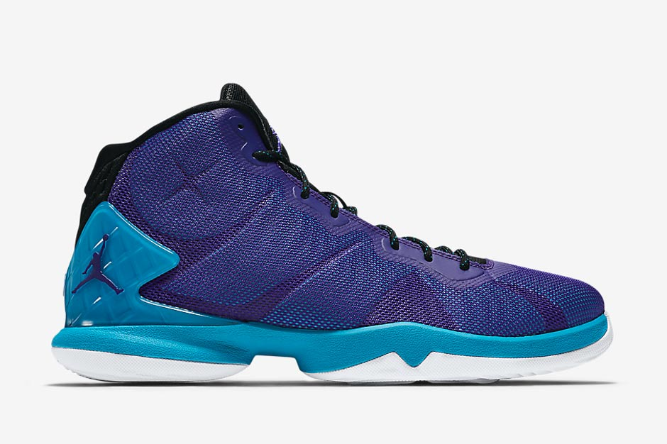 What do you think of Blake Griffin's model getting the Hornets treatment?  Check out more photos below and stay tuned for more updates right here on  Sneaker ...