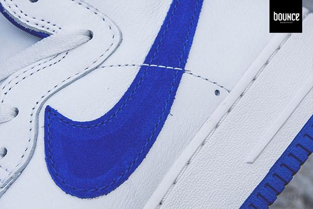 Nike Air Force 1 Salut Qs Rétro Sommet Blanc / Jeu Royal RULbIIz3u