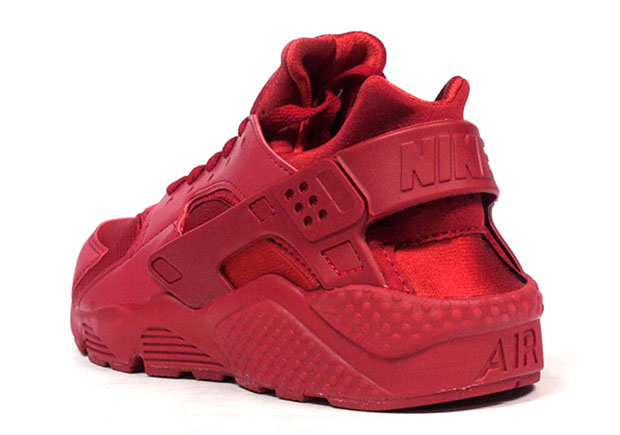 A Closer Look At The Nike Air Huarache In All Red