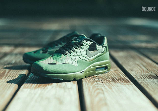 finest selection 7f3b3 ab753 The Nike Air Max 1 Ultra Moire Covered In Camo - SneakerNews