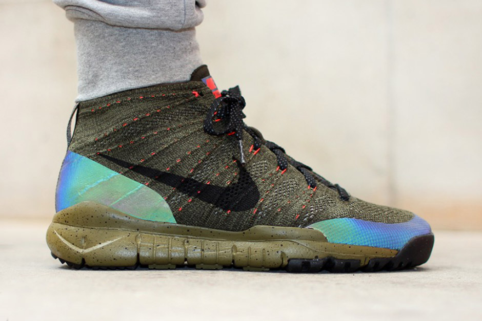 outlet store 2c6de 149d2 Nike s Iridescent Obsession Continues On This Fall-Ready Flyknit Chukka -  SneakerNews.com
