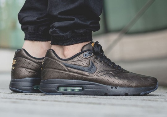 "Nike Fortifies The Air Max 1 Ultra Moire With A ""Metallic"" Finish"