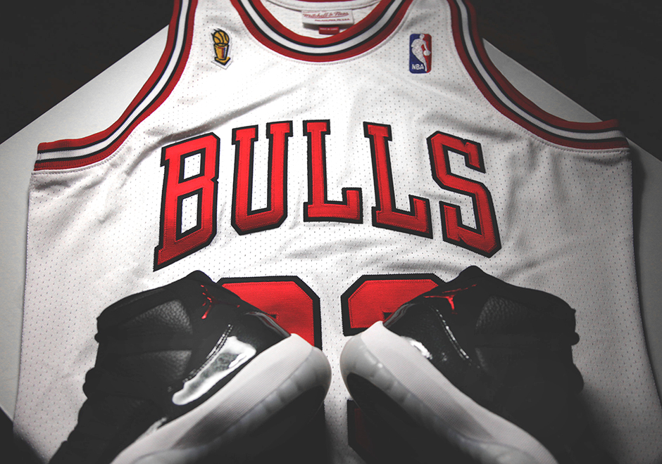 ertkes Celebrate Chicago Bulls 72-10 Season with Michael Jordan\'s 1996