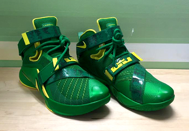 642f41fa39ac The Oregon Ducks Get An Exclusive LeBron Soldier 9 - SneakerNews.com