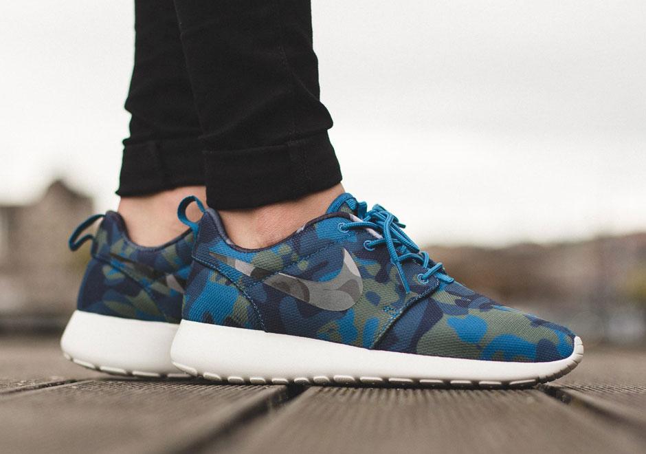 Nike Roshe Exécuter Couleurs De Camouflage Gris Et Noir