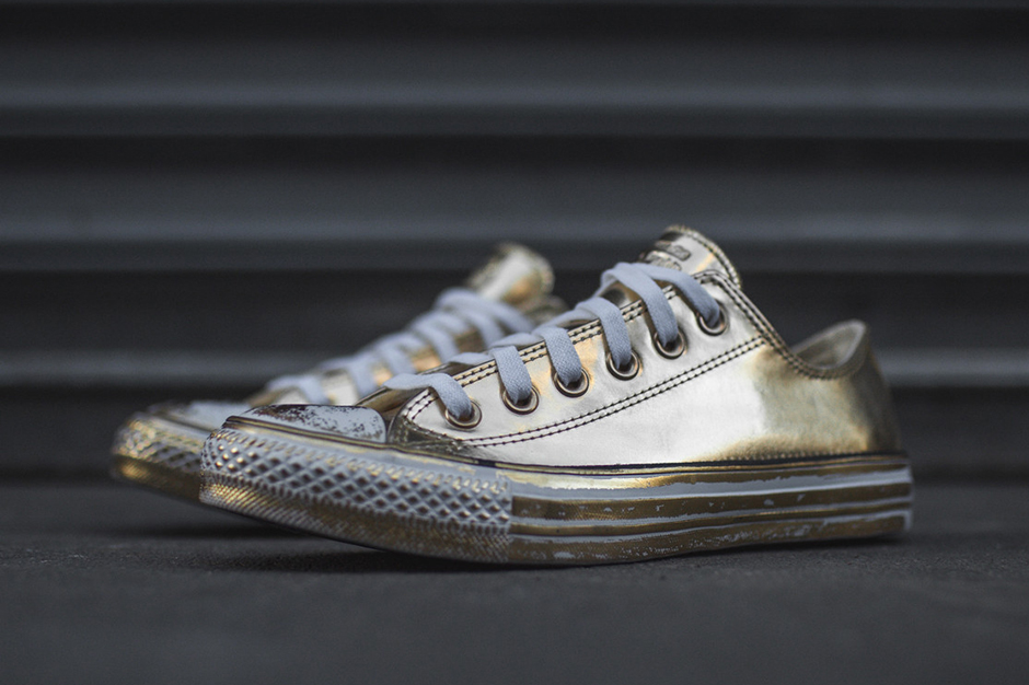 1b2dfad25e7 The Converse Chuck Taylor Brings Metallic Gold And Silver - SneakerNews.com