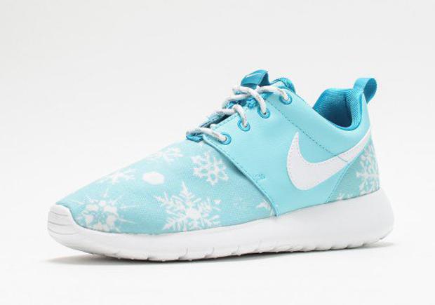 692f5bfa5c084 Snow Falls On The Nike Roshe Run For Winter - SneakerNews.com