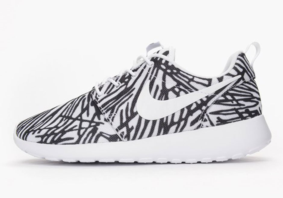 sports shoes 36ac2 a6963 Wild Prints Matched With Black And White For The Nike Roshe ...
