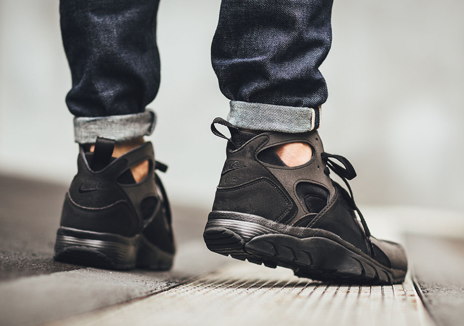 b9a7d189fbe3 Here Are More All Black Huaraches For Your Enjoyment - SneakerNews.com