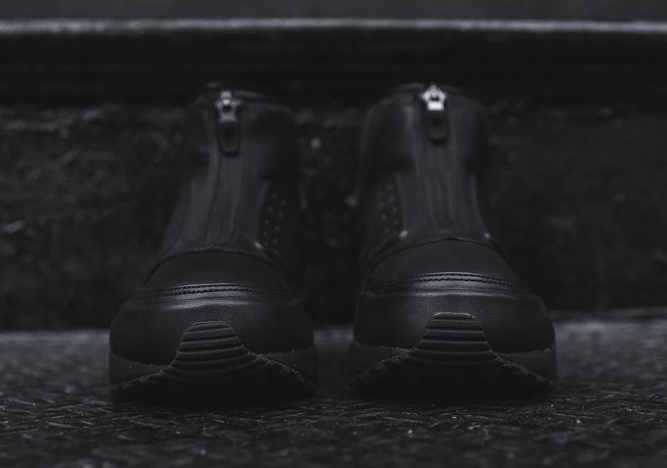 half off 587de 00b43 Nike s Most Outrageous Huarache Gets The All-Black Look ...