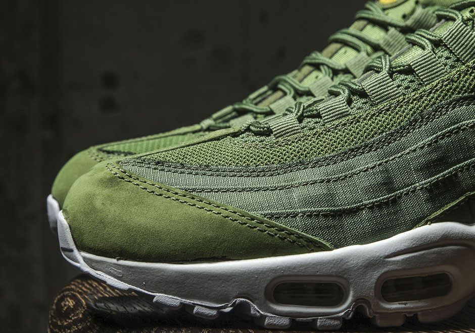 online retailer a0e30 2251b A Detailed Look At The Stussy x Nike Air Max 95 Collection - SneakerNews.com
