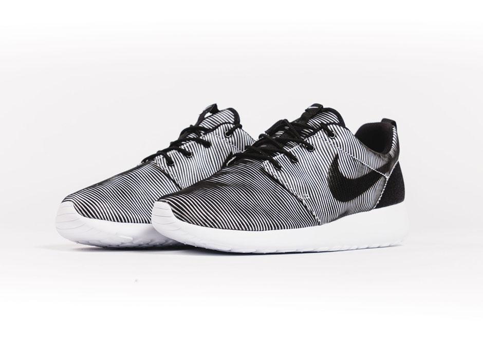 buy online 59507 643f0 Introducing The Nike Roshe Run Premium Plus - SneakerNews.com
