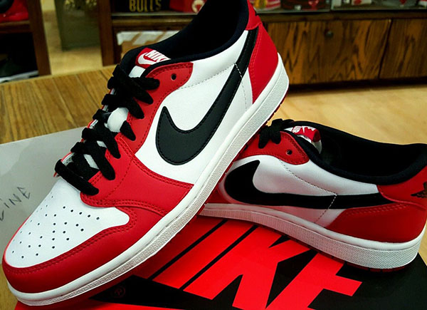 "Air Jordan 1 Low ""Chicago"""